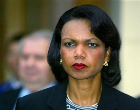 http://es.news.yahoo.com/19102005/24/foto/secretary-of-state-condoleezza-rice-looks-on-during-joint-news.html